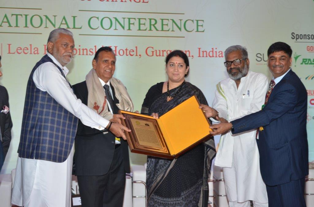 Chairman Mr R. L.Nolkha receives Lifetime achievement Award From Hon'ble Textiles Minister Smt Smriti Irani at  Indian Cotton Conference 2019